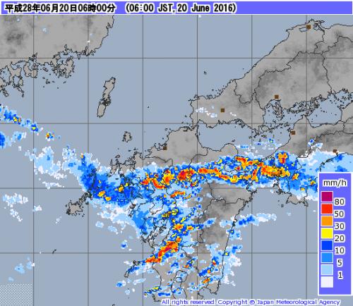 九州に発達した雨雲かかる