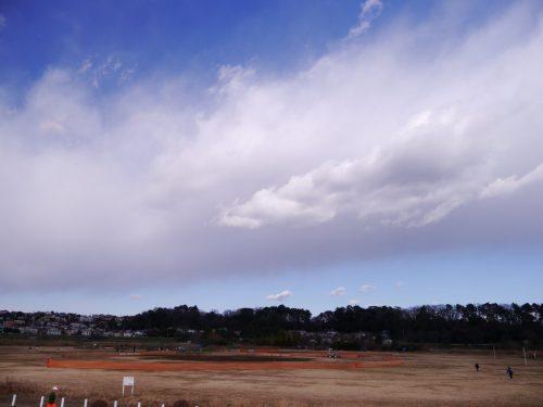 関東も寒気の雲 (15日正午過ぎ)